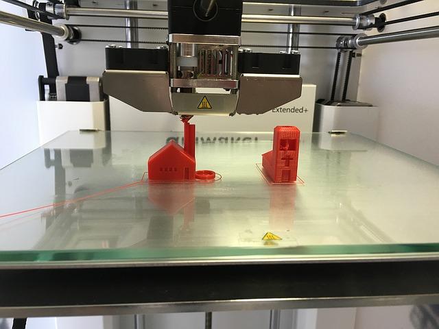 Przyłbice ochronne dla medyków od drukarni 3D